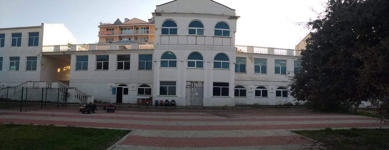 Продается коммерческое здание в б.Омега