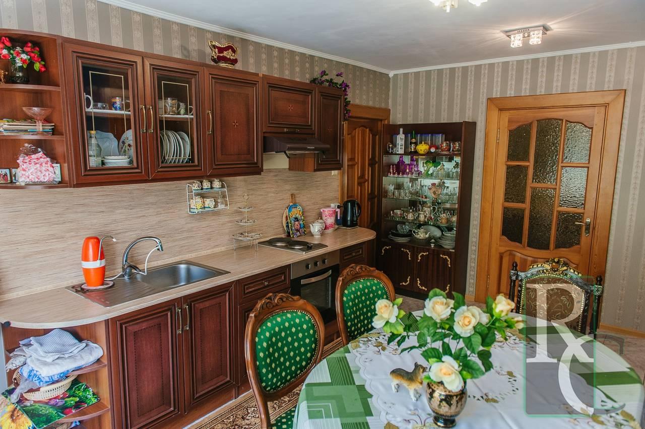 Крупногабаритная 4-х комнатная квартира на Героев Сталинграда.