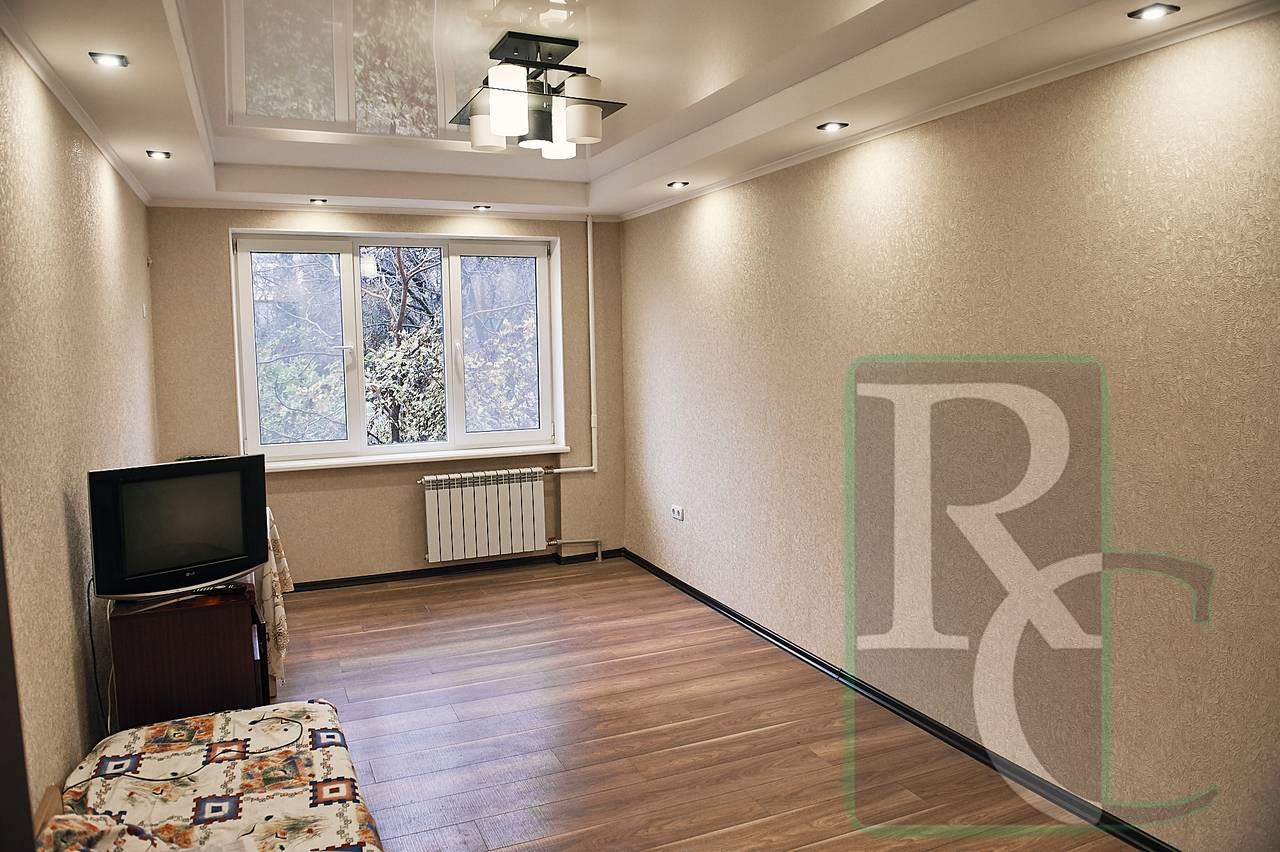 Двухкомнатная квартира на Юмашева 24