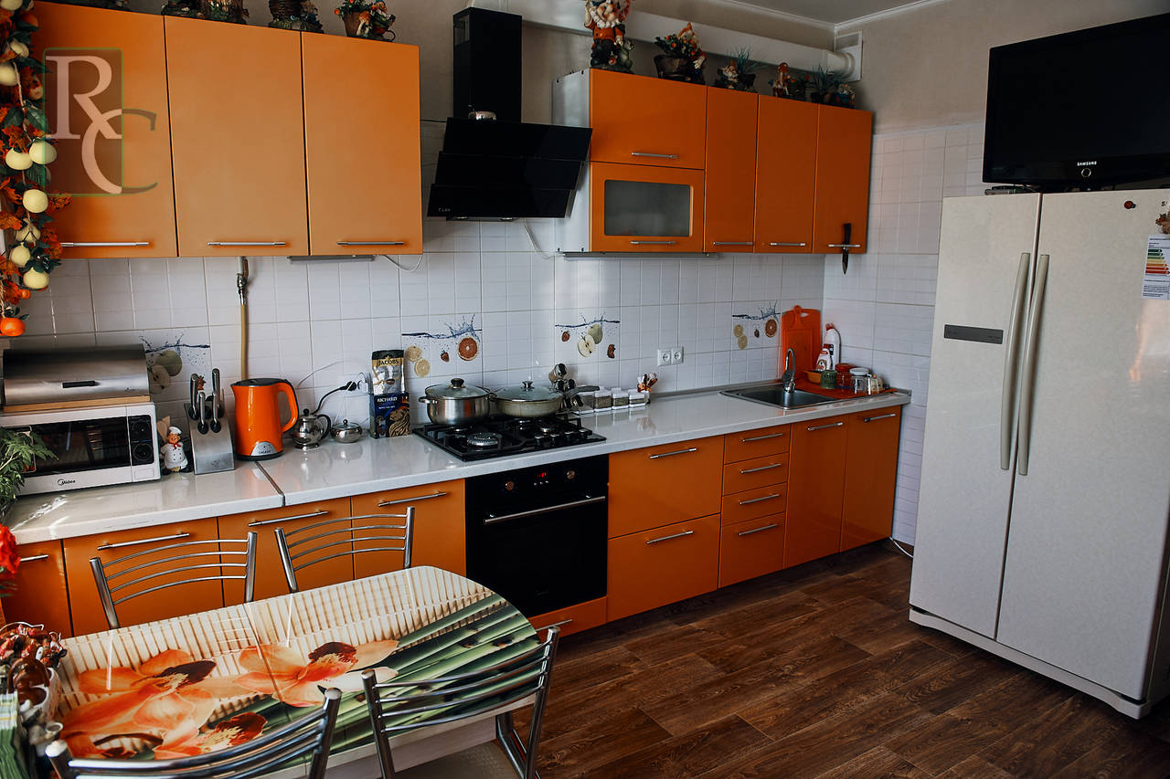 Продается крупногабаритная видовая  двухкомнатная квартира на Победе 44Б.