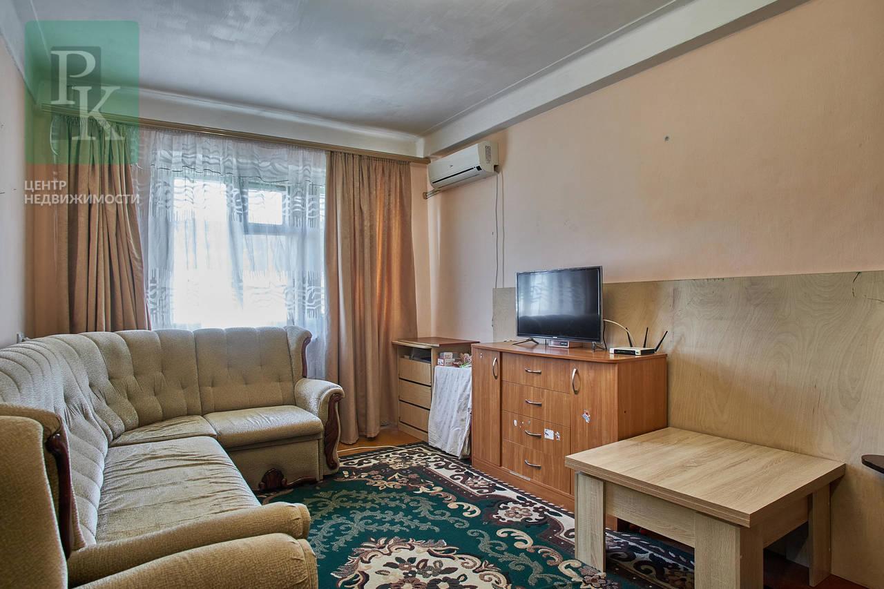 Хорошая, трехкомнатная квартира, по ул. Менжинского 13, в Инкермане.