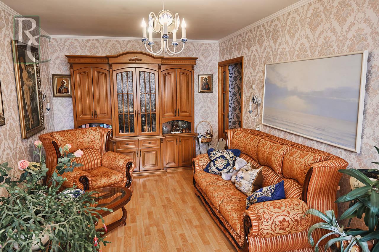 Продаётся трёхкомнатная квартира на пр.Генерала Острякова 171