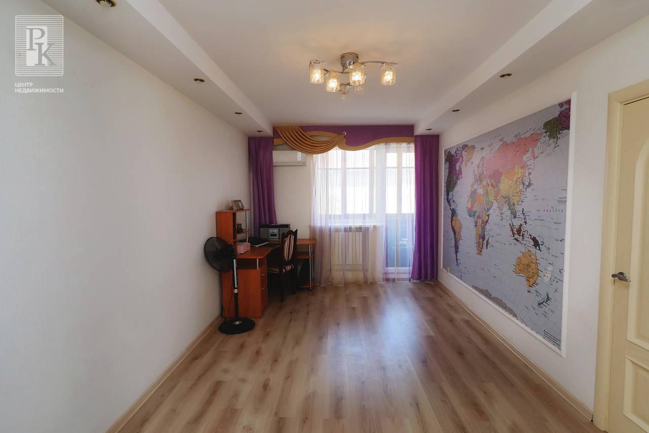 Продается  трёхкомнатная квартира в тихом центре на Симферопольской 11!