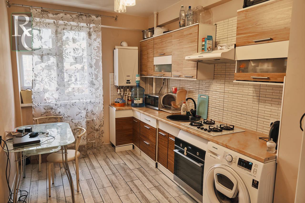 Продаётся однокомнатная квартира на проспекте Античном дом 12Б
