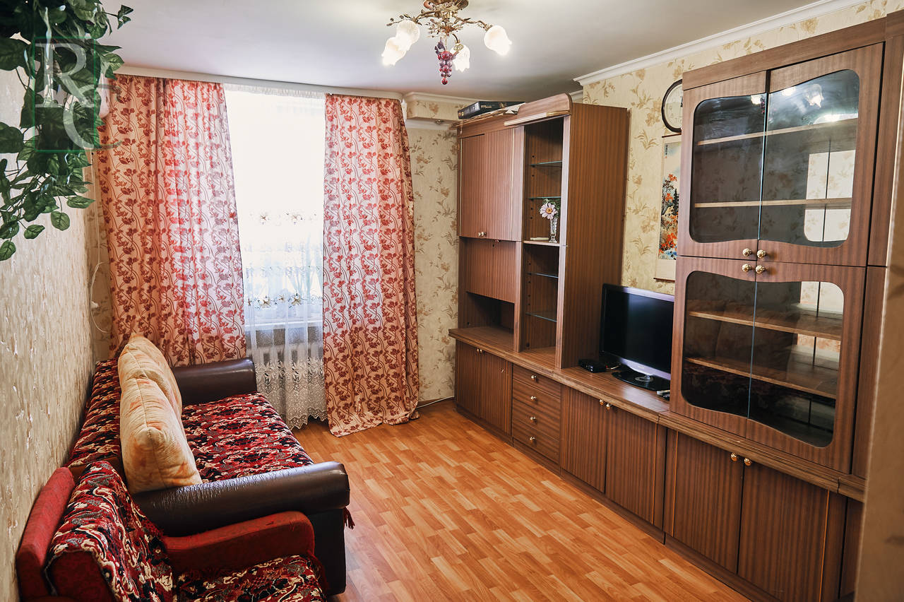 Продаётся трёхкомнатная квартира на ул. Терещенко, 16