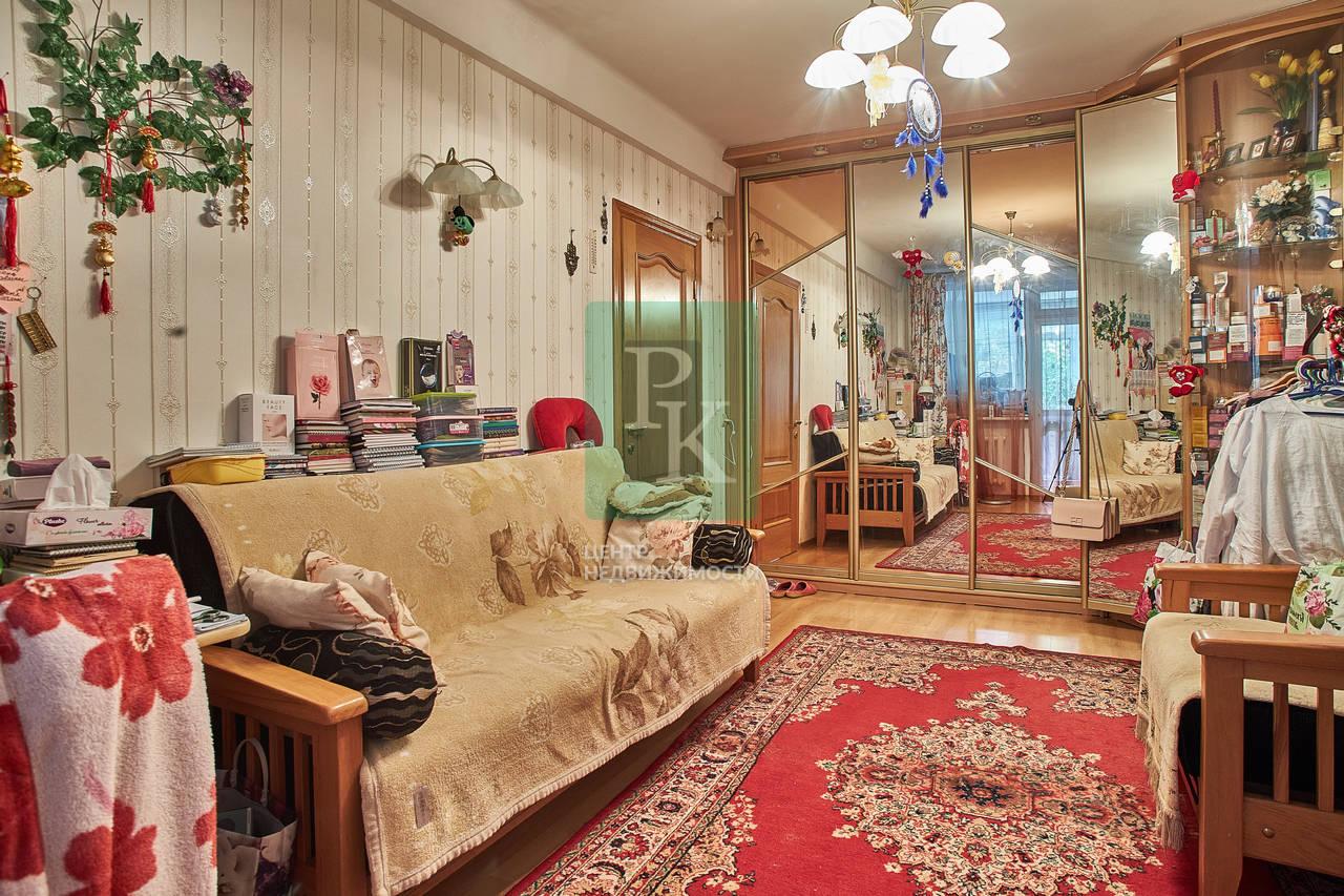 Продам большую двухкомнатную квартиру рядом с Херсонесом Таврическим