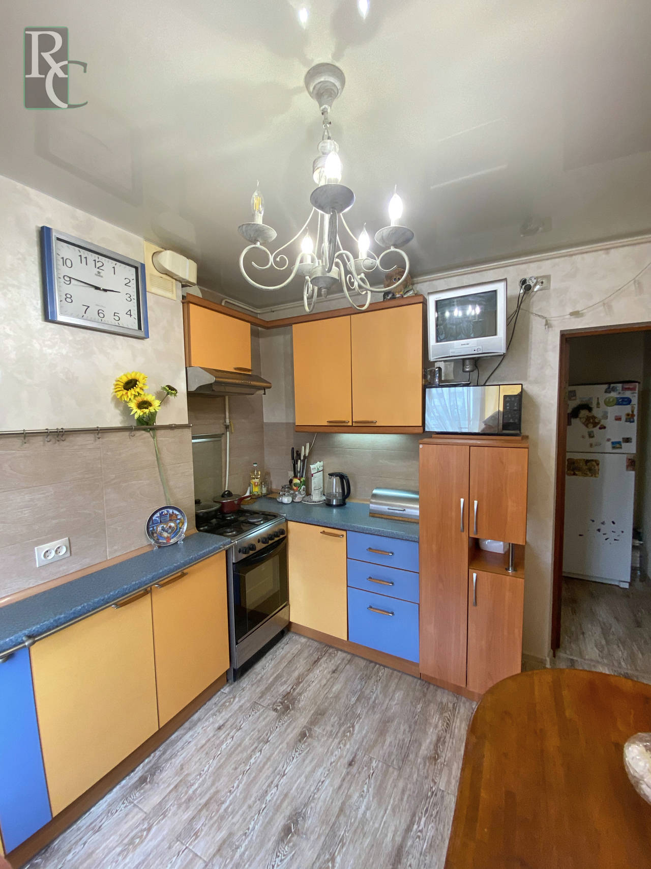 Продается четырехкомнатная квартира на Проспекте Октябрьской революции дом 26.
