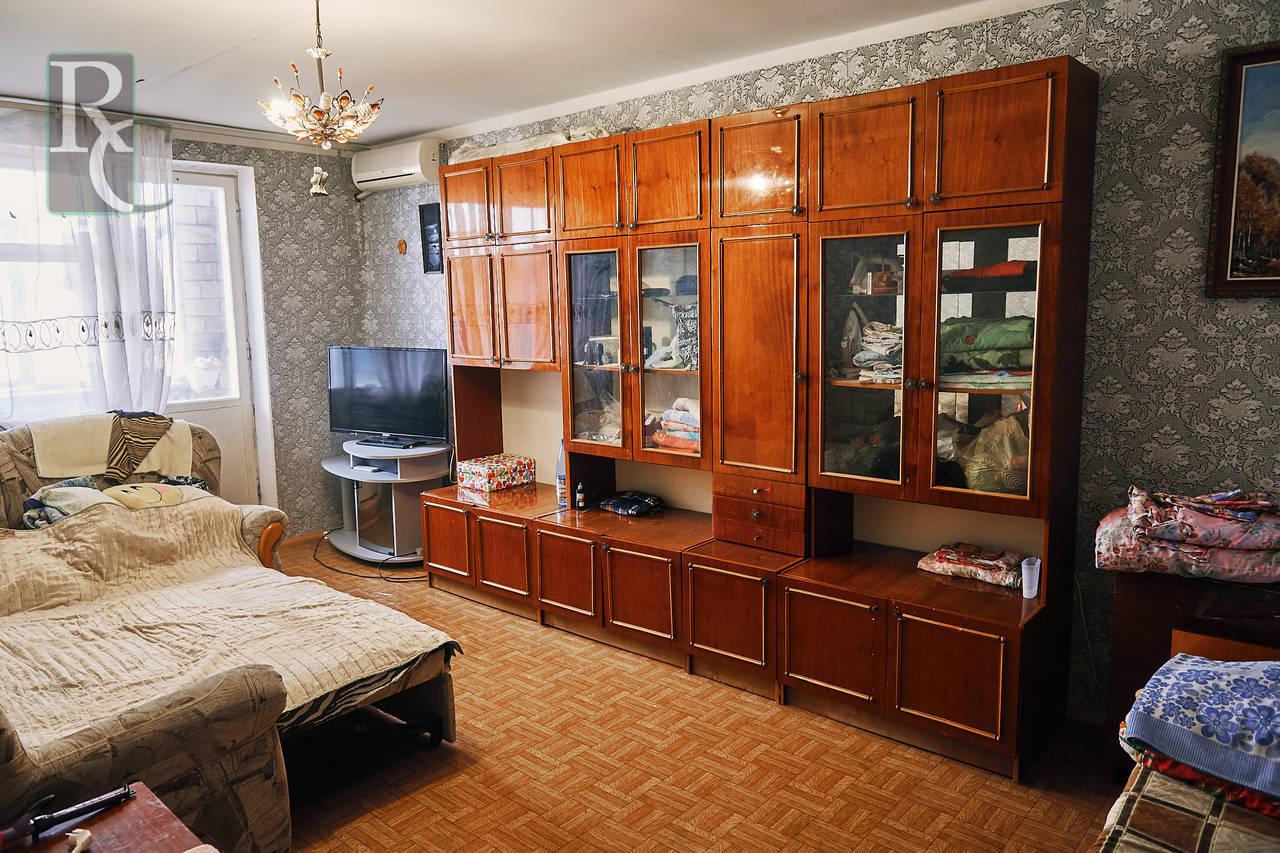 Продается трехкомнатная квартира чешской планировки в тихом центре