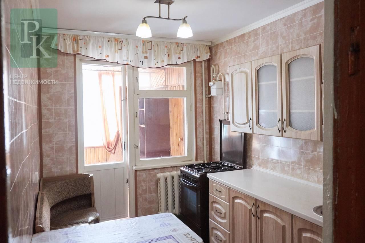 Продам 3-х комнатную на А. Юмашева 13
