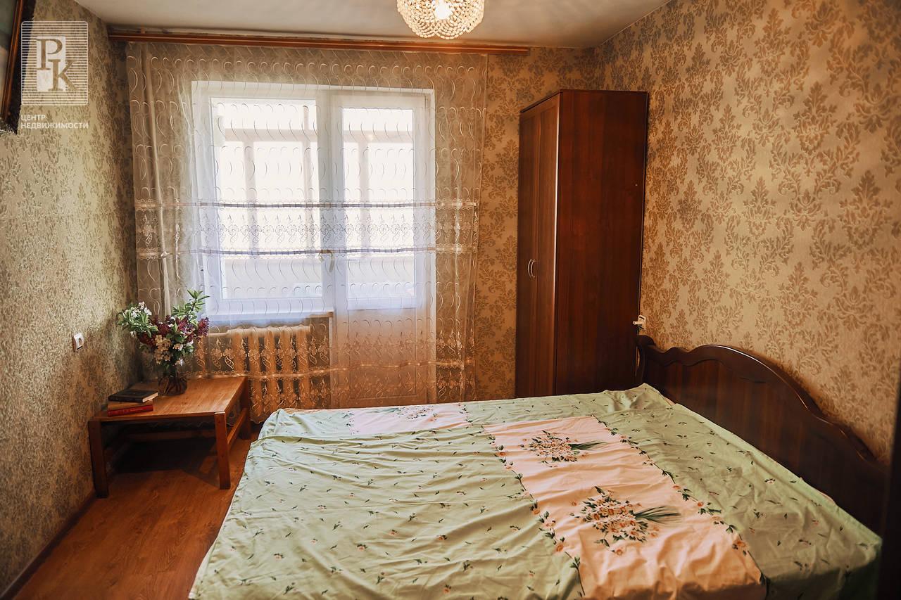 Продаётся трёхкомнатная квартира по ул.  Маршала Геловани 15/17
