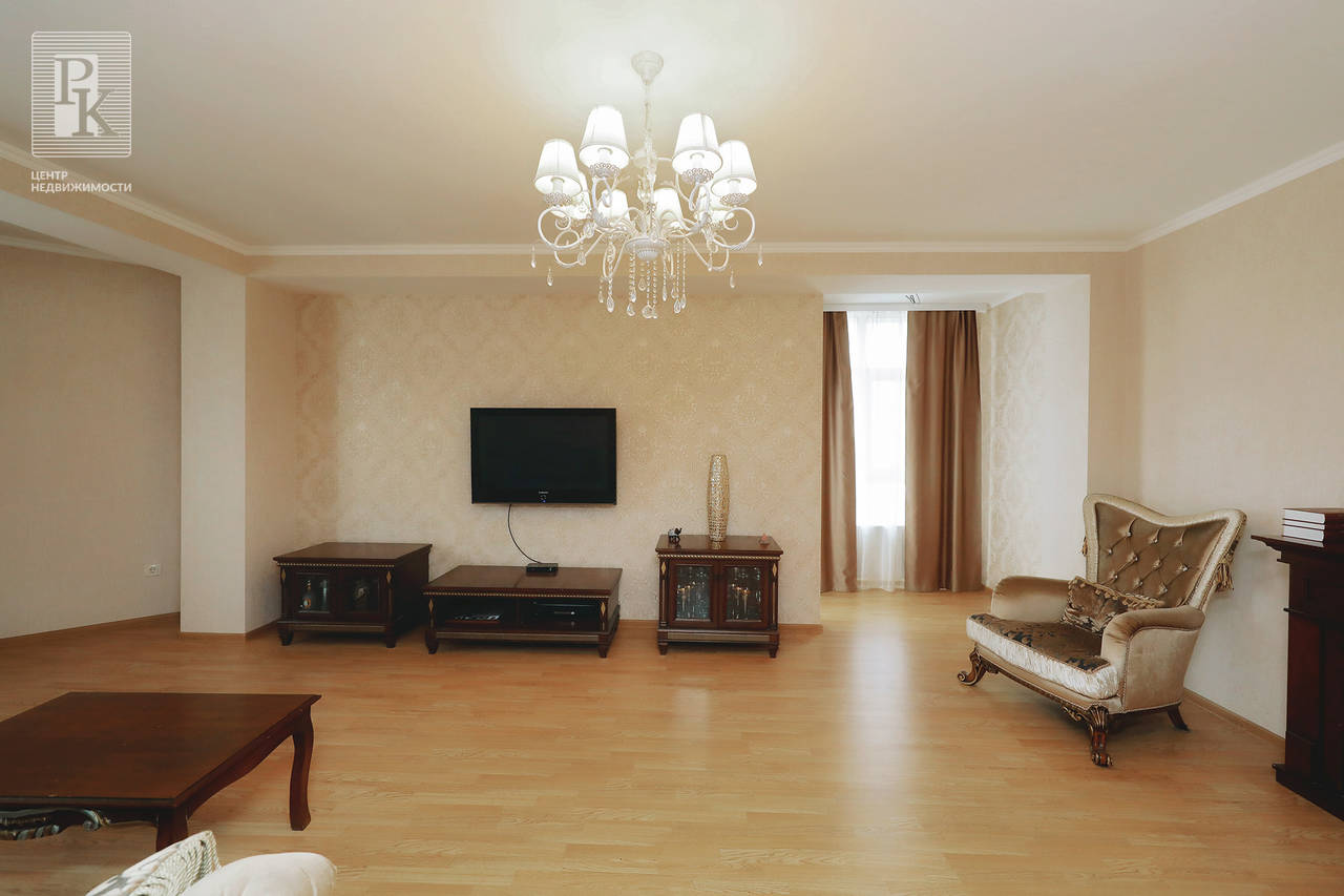 Продается крупногабаритная  четырехкомнатная видовая квартира   на Руднева 30.
