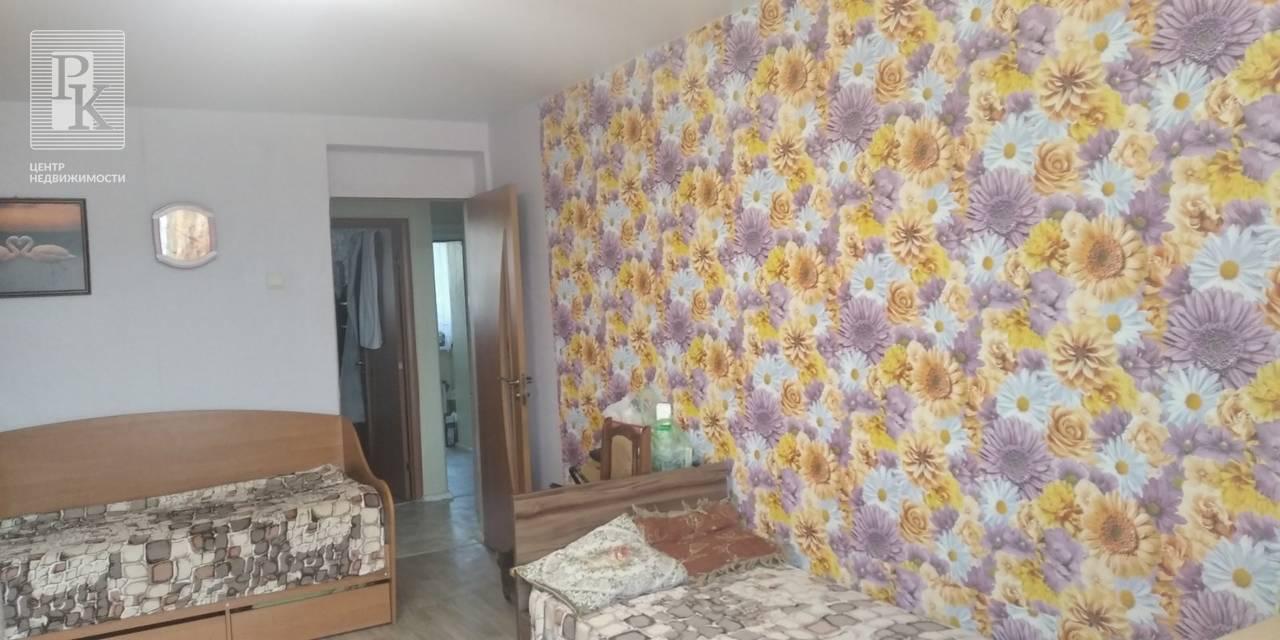 Продаётся двухкомнатная квартира в Инкермане, ул Менжинского, д 20.