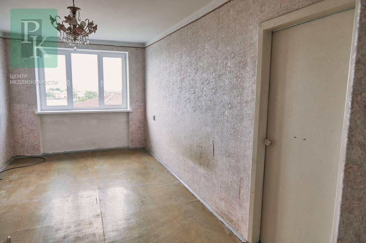 Продается трехкомнатная квартира на ул. 50-летия ССР!