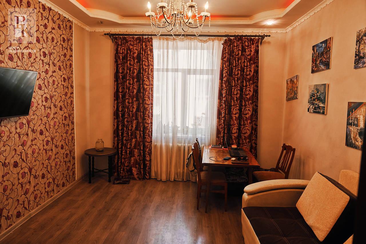 Продаётся четырехкомнатная квартира на ул. Балаклавская, д. 6