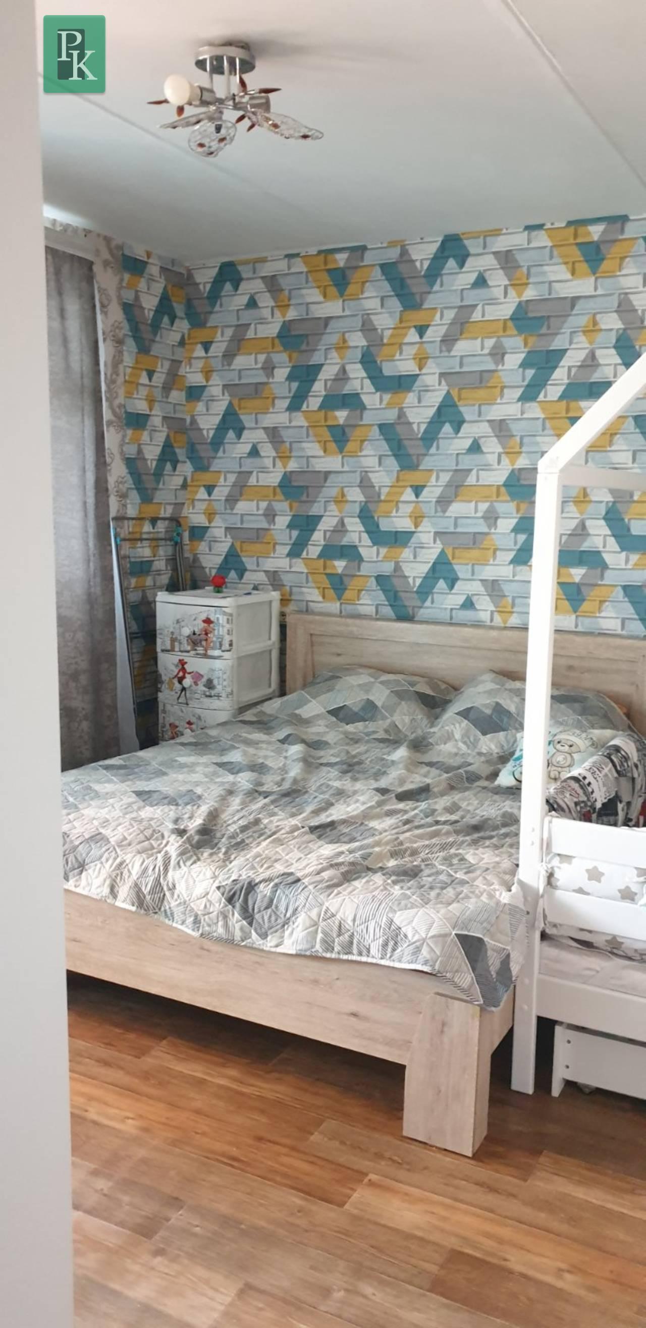 Продается двухкомнатная квартира на в поселке Угловое Бахчисарайского района.