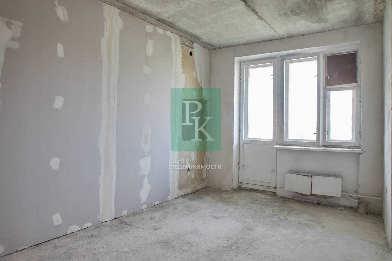 Продаётся пятикомнатная двухуровневая квартира, ул. Александра Маринеско 11
