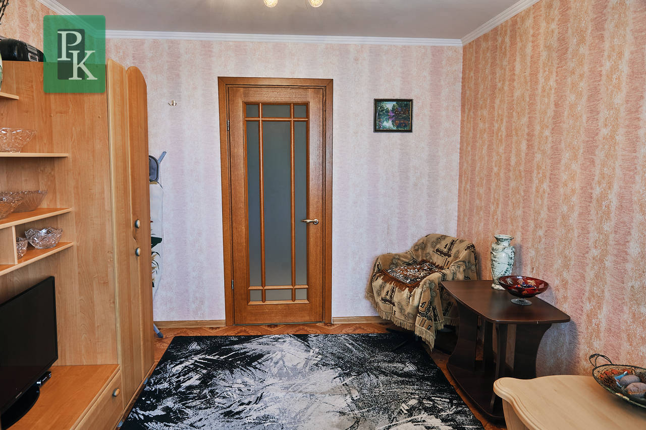 Продаётся трёхкомнатная квартира на Пр-те Победы 50