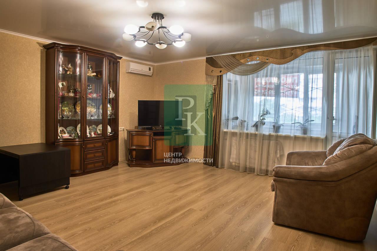 Продам большую 4-ех комнатную квартиру в Гагаринском районе.