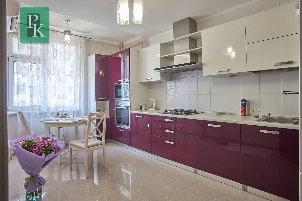 Продам элитную квартиру с дизайнерским ремонтом в новом доме рядом с морем.