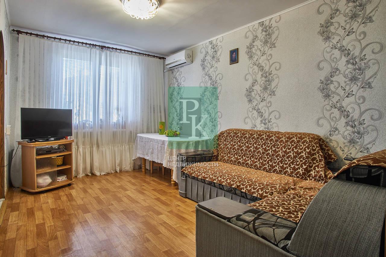Продается большая четырехкомнатная квартира