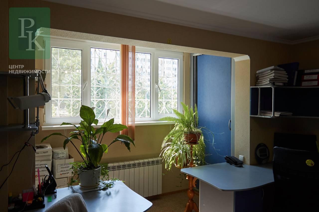 Продается трехкомнатная квартира по ул.Колобова,д.21.