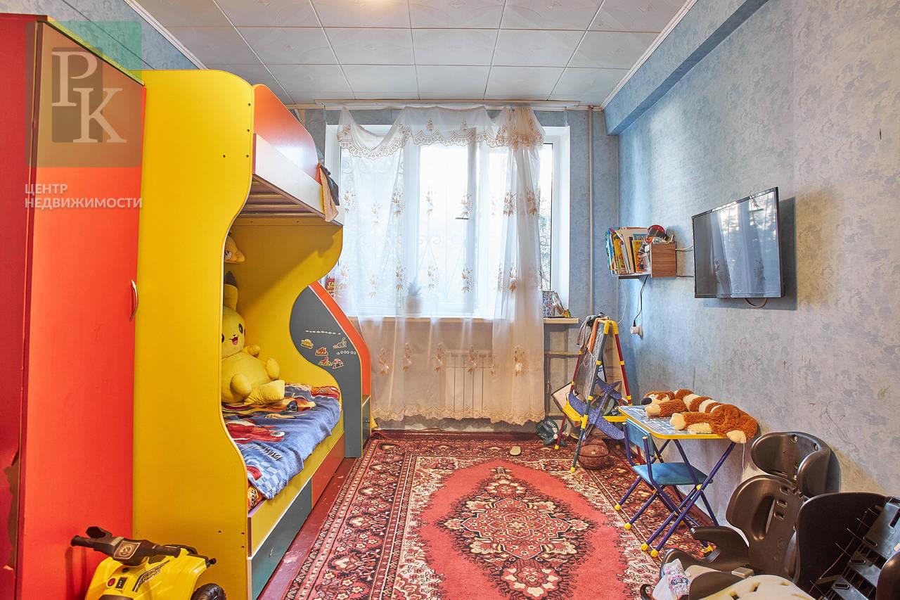 Трехкомнатная квартира, ул. Хрусталева 53