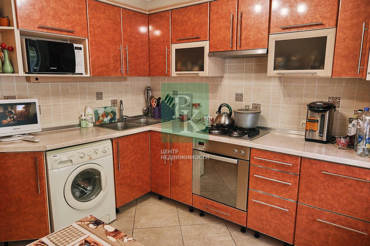 Продается двухкомнатная квартира на Косарева 25