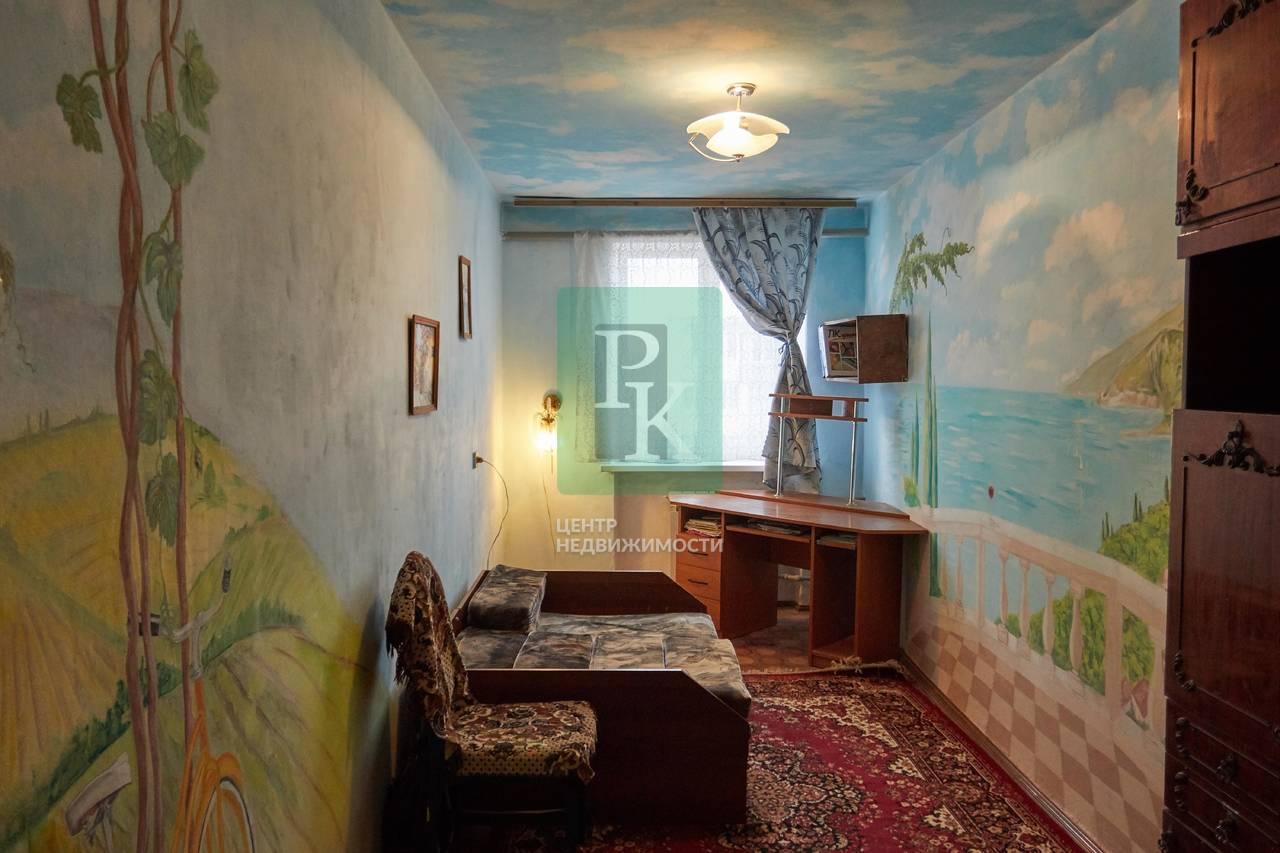 Двухкомнатная квартира с изолированными комнатами на Маршала Крылова 15