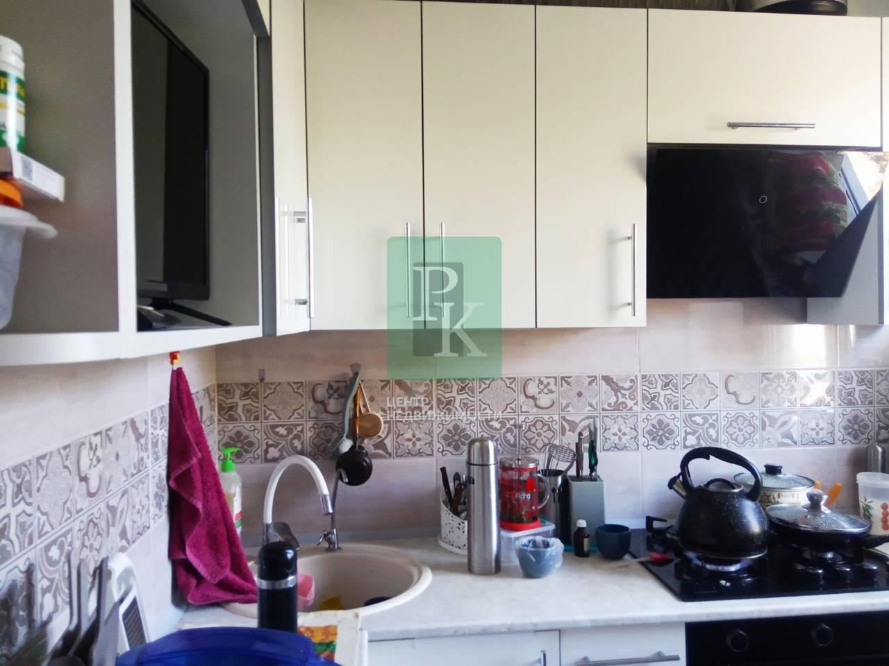 Продается двухкомнатная квартира в г Бахчисарай на ул. Гагарина